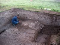 Chronicle of the Archaeological Excavations in Romania, 2008 Campaign. Report no. 34, Hârşova, Tell<br /><a href='http://foto.cimec.ro/cronica/2008/034/foto-7-zidul-din-capatul-de-est.jpg' target=_blank>Display the same picture in a new window</a>
