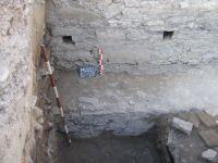 Cronica Cercetărilor Arheologice din România, Campania 2008. Raportul nr. 52, Murighiol, La Cetate (Bataraia)<br /><a href='http://foto.cimec.ro/cronica/2008/052/fig-2-amenajarea-initiala-a-fundatiei-turnului.JPG' target=_blank>Priveşte aceeaşi imagine într-o fereastră nouă</a>