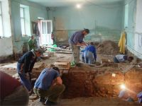 Chronicle of the Archaeological Excavations in Romania, 2008 Campaign. Report no. 115, Alba Iulia, Catedrala romano-catolică<br /><a href='http://foto.cimec.ro/cronica/2008/115/2-imagine-de-ansamblu-din-interior-in-timpul-cercetarilor.jpg' target=_blank>Display the same picture in a new window</a>
