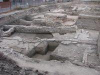 Chronicle of the Archaeological Excavations in Romania, 2009 Campaign. Report no. 97, Alba Iulia, Sediul guvernatorului consular (Mithraeum III)<br /><a href='http://foto.cimec.ro/cronica/2009/preventive/097/2edificiu-public-roman-de-mari-dimensiuni-prima-jumatateIIIpChr.jpg' target=_blank>Display the same picture in a new window</a>