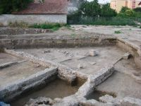 Chronicle of the Archaeological Excavations in Romania, 2009 Campaign. Report no. 97, Alba Iulia, Sediul guvernatorului consular (Mithraeum III)<br /><a href='http://foto.cimec.ro/cronica/2009/preventive/097/5casa-romana-de-tip-domvs-datata-seciipchr-seciiipchr.jpg' target=_blank>Display the same picture in a new window</a>