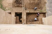 Chronicle of the Archaeological Excavations in Romania, 2009 Campaign. Report no. 98, Alba Iulia, Catedrala romano-catolică<br /><a href='http://foto.cimec.ro/cronica/2009/preventive/098/2Sectiunea-74-vedere-de-ansamblu.JPG' target=_blank>Display the same picture in a new window</a>