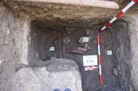 Chronicle of the Archaeological Excavations in Romania, 2009 Campaign. Report no. 98, Alba Iulia, Catedrala romano-catolică<br /><a href='http://foto.cimec.ro/cronica/2009/preventive/098/5-Morminte-descoperite-in-sapatura.JPG' target=_blank>Display the same picture in a new window</a>