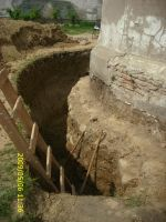 Chronicle of the Archaeological Excavations in Romania, 2009 Campaign. Report no. 122, Focşani, Gologani<br /><a href='http://foto.cimec.ro/cronica/2009/preventive/122/FOCSANI-VN-Biserica-Sf-Nicolae45.JPG' target=_blank>Display the same picture in a new window</a>