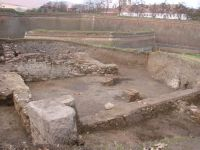 Chronicle of the Archaeological Excavations in Romania, 2009 Campaign. Report no. 2, Alba Iulia, Cetate<br /><a href='http://foto.cimec.ro/cronica/2009/sistematice/002/4-cladirea-romana-secIIIpChr.jpg' target=_blank>Display the same picture in a new window</a>