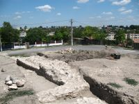 Chronicle of the Archaeological Excavations in Romania, 2009 Campaign. Report no. 27, Hârşova, La Cetate (Carsium)<br /><a href='http://foto.cimec.ro/cronica/2009/sistematice/027/08-HARSOVA-S-1-Zidul-de-est-al-T-1.jpg' target=_blank>Display the same picture in a new window</a>