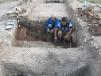 Chronicle of the Archaeological Excavations in Romania, 2009 Campaign. Report no. 27, Hârşova, La Cetate (Carsium)<br /><a href='http://foto.cimec.ro/cronica/2009/sistematice/027/29-HARSOVA-T-1-nivelul-de-distrugere.jpg' target=_blank>Display the same picture in a new window</a>