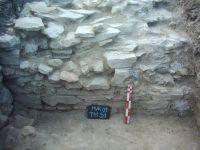 Cronica Cercetărilor Arheologice din România, Campania 2009. Raportul nr. 46, Murighiol, La Cetate (Bataraia)<br /><a href='http://foto.cimec.ro/cronica/2009/sistematice/046/6-murighiol-tl-halmyris-mur-09-t11-s1-profil-zid.jpg' target=_blank>Priveşte aceeaşi imagine într-o fereastră nouă</a>