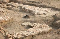 Cronica Cercetărilor Arheologice din România, Campania 2010. Raportul nr. 92, Cerne&#355;i<br /><a href='http://foto.cimec.ro/cronica/2010/092/109844-09-Cerneti-MH-Fundatii-rase-de-buldozer-in-1997.jpg' target=_blank>Priveşte aceeaşi imagine într-o fereastră nouă</a>