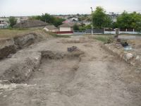 Chronicle of the Archaeological Excavations in Romania, 2011 Campaign. Report no. 30, Hârşova, La Cetate (Carsium)<br /><a href='http://foto.cimec.ro/cronica/2011/030/2-turnul-t1-la-inceputul-sapaturilor.jpg' target=_blank>Display the same picture in a new window</a>