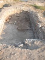 Chronicle of the Archaeological Excavations in Romania, 2011 Campaign. Report no. 30, Hârşova, La Cetate (Carsium)<br /><a href='http://foto.cimec.ro/cronica/2011/030/7-imagine-de-ansamblu-asupra-interiorului-turnului.jpg' target=_blank>Display the same picture in a new window</a>