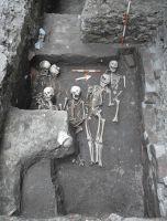 Chronicle of the Archaeological Excavations in Romania, 2011 Campaign. Report no. 82, Târgu Mureş, Cetate (Cetatea medievală, Dealul Cetăţii)<br /><a href='http://foto.cimec.ro/cronica/2011/082/C36osuariu.jpg' target=_blank>Display the same picture in a new window</a>