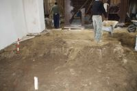 Chronicle of the Archaeological Excavations in Romania, 2011 Campaign. Report no. 131, Moşna, Biserica evanghelică<br /><a href='http://foto.cimec.ro/cronica/2011/131/fig-2-imagine-din-timpul-decaparii-in-cor.jpg' target=_blank>Display the same picture in a new window</a>