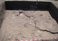 Chronicle of the Archaeological Excavations in Romania, 2011 Campaign. Report no. 132, Negrileşti, Şcoala Generală (La Punte, Pin, Curtea Şcolii)<br /><a href='http://foto.cimec.ro/cronica/2011/132/4-2.JPG' target=_blank>Display the same picture in a new window</a>