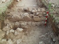 Chronicle of the Archaeological Excavations in Romania, 2014 Campaign. Report no. 2, Adamclisi, Cetate.<br /> Sector Sector B_Scurtu Ctin.<br /><a href='http://foto.cimec.ro/cronica/2014/002-Adamclisi-SectorB/fig-02-sg14-zid-central.JPG' target=_blank>Display the same picture in a new window</a>