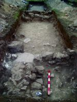 Chronicle of the Archaeological Excavations in Romania, 2014 Campaign. Report no. 2, Adamclisi, Cetate.<br /> Sector Sector B_Scurtu Ctin.<br /><a href='http://foto.cimec.ro/cronica/2014/002-Adamclisi-SectorB/fig-03-sg13-context1.JPG' target=_blank>Display the same picture in a new window</a>