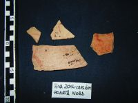 Chronicle of the Archaeological Excavations in Romania, 2014 Campaign. Report no. 41, Hârşova, La Cetate (Carsium)<br /><a href='http://foto.cimec.ro/cronica/2014/041-Harsova-Cetate/fragmente-ceramice-cu-inscriptii-cu-vopsea-rosie.jpg' target=_blank>Display the same picture in a new window</a>