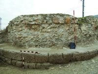 Chronicle of the Archaeological Excavations in Romania, 2014 Campaign. Report no. 41, Hârşova, La Cetate (Carsium)<br /><a href='http://foto.cimec.ro/cronica/2014/041-Harsova-Cetate/t-1-frontul-turnului.jpg' target=_blank>Display the same picture in a new window</a>