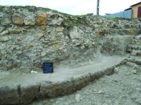 Chronicle of the Archaeological Excavations in Romania, 2014 Campaign. Report no. 41, Hârşova, La Cetate (Carsium)<br /><a href='http://foto.cimec.ro/cronica/2014/041-Harsova-Cetate/turnul-t1-spre-intrarea-pe-poarta.jpg' target=_blank>Display the same picture in a new window</a>