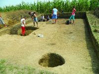 Chronicle of the Archaeological Excavations in Romania, 2014 Campaign. Report no. 119, Fulgeriş, La Trei Cireşi (Dealul Fulgeriş)<br /><a href='http://foto.cimec.ro/cronica/2014/119-Fulgeris/fig-4-b.JPG' target=_blank>Display the same picture in a new window</a>