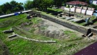 Chronicle of the Archaeological Excavations in Romania, 2015 Campaign. Report no. 134, Drobeta-Turnu Severin, str. Independenţei nr. 2<br /><a href='http://foto.cimec.ro/cronica/2015/134-Drobeta-Turnu-Severin-Amfiteatrul/fig-1.jpg' target=_blank>Display the same picture in a new window</a>