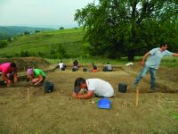 Chronicle of the Archaeological Excavations in Romania, 2015 Campaign. Report no. 135, Fulgeriş, La Trei Cireşi (Dealul Fulgeriş)<br /><a href='http://foto.cimec.ro/cronica/2015/135-Fulgeris/fig-4a.JPG' target=_blank>Display the same picture in a new window</a>