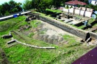 Chronicle of the Archaeological Excavations in Romania, 2016 Campaign. Report no. 24, Drobeta-Turnu Severin, str. Independenţei nr. 2<br /><a href='http://foto.cimec.ro/cronica/2016/024-Drobeta-MH-Punct-Amfiteatrul-roman-Drobeta/fig-1-amfdrobeta.jpg' target=_blank>Display the same picture in a new window</a>