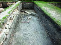 Chronicle of the Archaeological Excavations in Romania, 2017 Campaign. Report no. 1, Alba Iulia, Sediul guvernatorului consular (Mithraeum III).<br /> Sector Ilustratie Raportul arheologic.<br /><a href='http://foto.cimec.ro/cronica/2017/01-Cercetari-sistematice/001-Alba-Iulia-jud-Alba-ApulumPal-Guvernatorului/Ilustratie-Raportul-arheologic/pl-v.JPG' target=_blank>Display the same picture in a new window</a>