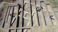 Chronicle of the Archaeological Excavations in Romania, 2017 Campaign. Report no. 17, Giurgeni, Piua Petrii (La Mănăstire)<br /><a href='http://foto.cimec.ro/cronica/2017/01-Cercetari-sistematice/017-Giurgeni-jud-Ialomita/fig-1-edificiu.jpg' target=_blank>Display the same picture in a new window</a>