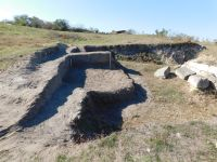 Chronicle of the Archaeological Excavations in Romania, 2017 Campaign. Report no. 215, Pantelimon, Cetate<br /><a href='http://foto.cimec.ro/cronica/2017/rest-sapaturi-nepublicate/215-Pantelimonu-de-Sus-Constanta-Sud-Vest/suprafata-b-segmentul-estic.JPG' target=_blank>Display the same picture in a new window</a>