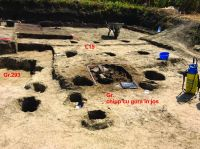 Chronicle of the Archaeological Excavations in Romania, 2019 Campaign. Report no. 69, Scânteia, La Nuci (Dealul Bodeştilor)<br /><a href='http://foto.cimec.ro/cronica/2019/01-sistematice/069-scanteia-is-lanucidealbodesti-s/fig12-gr-cu-altarul-l15.jpg' target=_blank>Display the same picture in a new window</a>